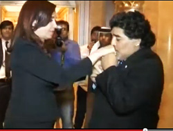 15-enero-2013. Cristina Fernández - Diego Maradona - Abu Dhabi / Emiratos Árabes.